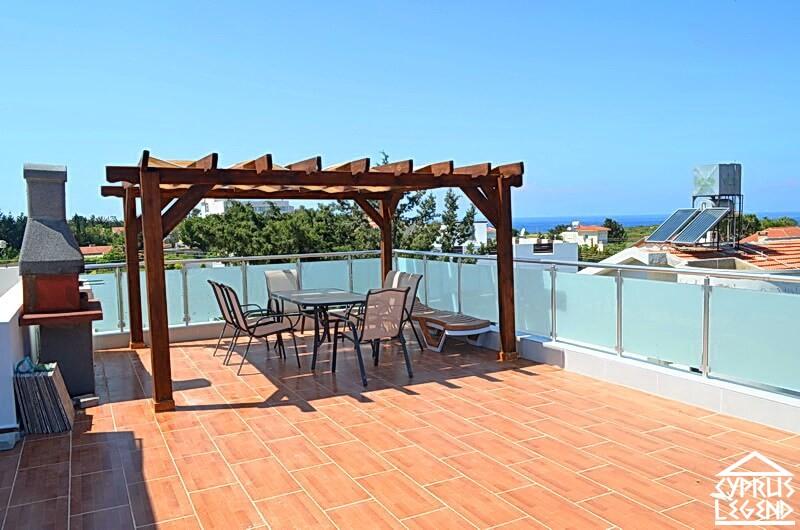 Пентхауз с личной террасой на крыше в 300 метрах от моря