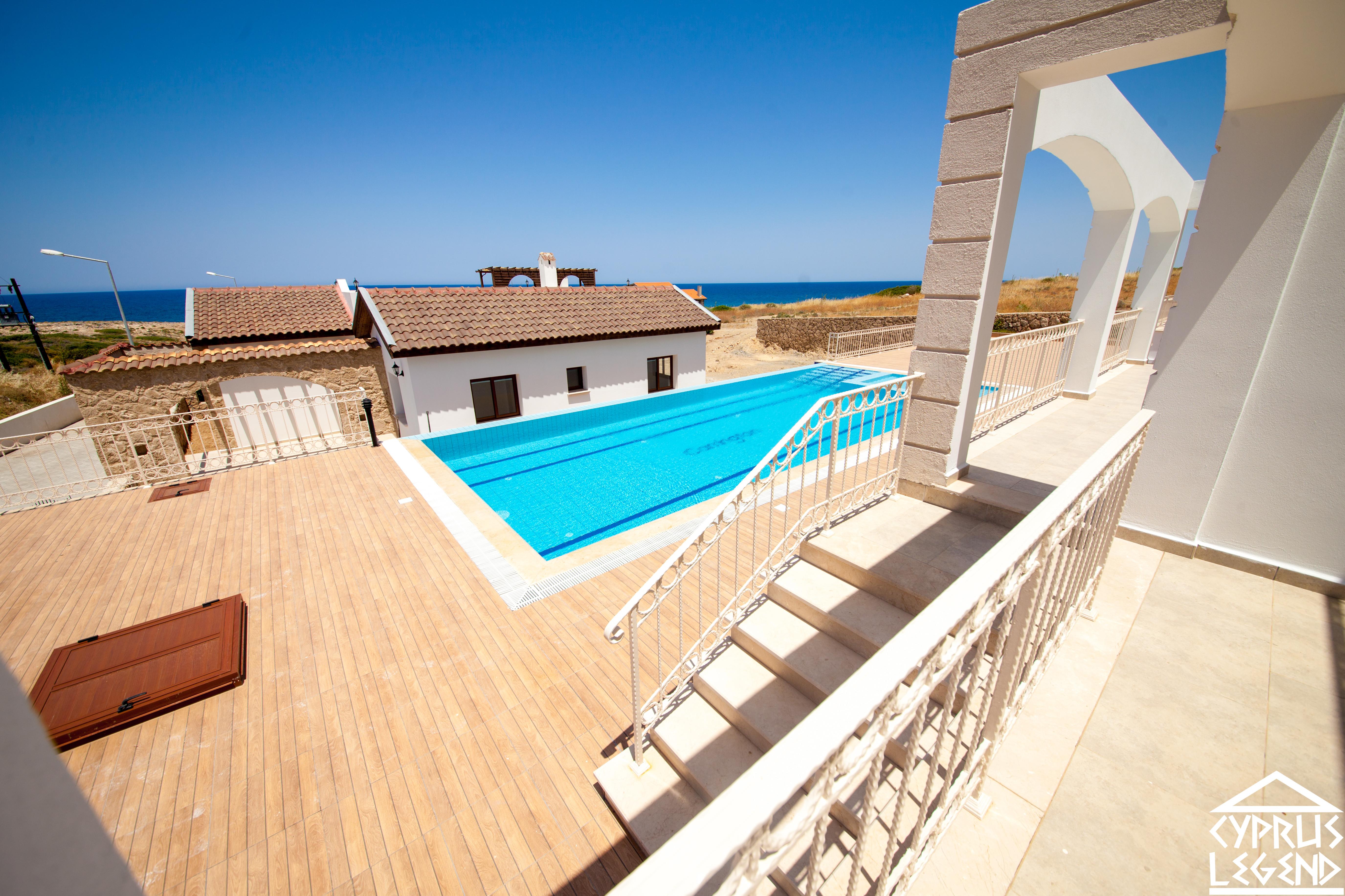 Трехкомнатные апартаменты в курортном комплексе на берегу моря