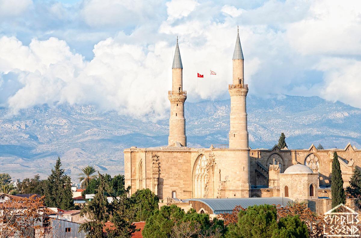 Мечеть Селимие или Софийский собор в Никосии