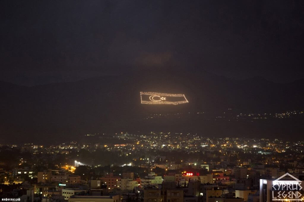 Флаг Северного Кипра на горе
