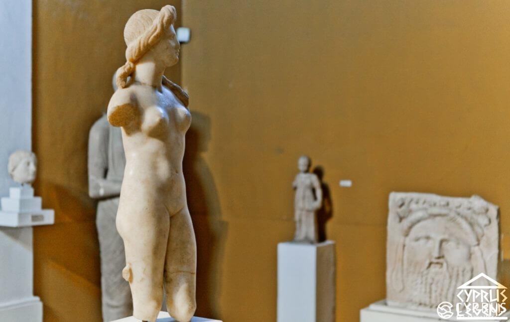мраморная статуя кипрской Афродиты