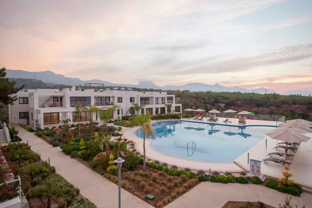 Трехкомнатные апартаменты с личной террасой в курортном комплексе
